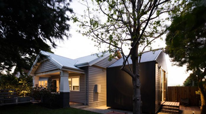 Glass Link House / Robbie Walker