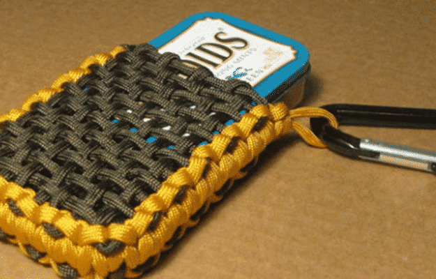 39 super cool diy paracord projects for the adventurous for How to make a paracord utility pouch