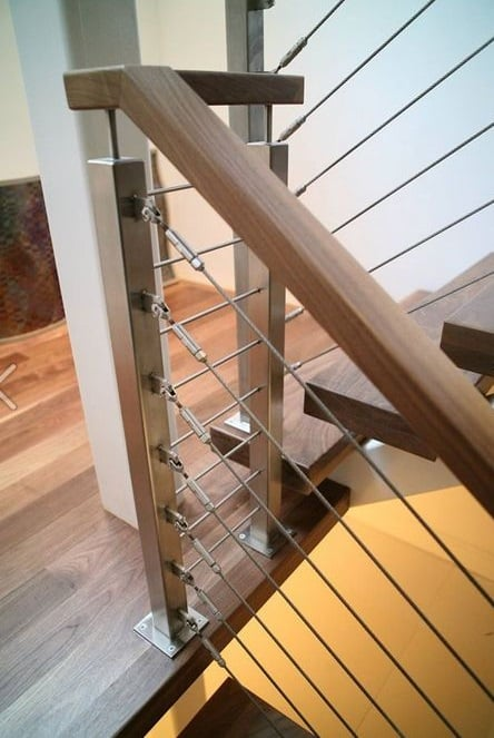 The stainless steel spigot glass railing