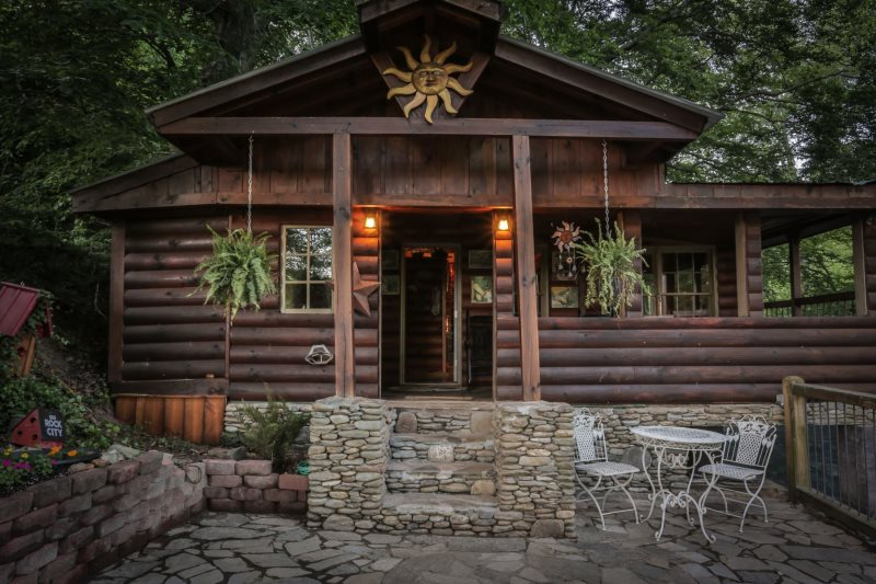 Ivy's-river-cabin