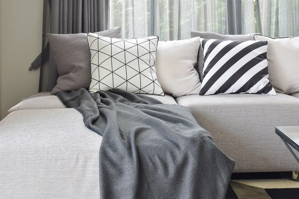 How to choose a corner sofa for small rooms 1