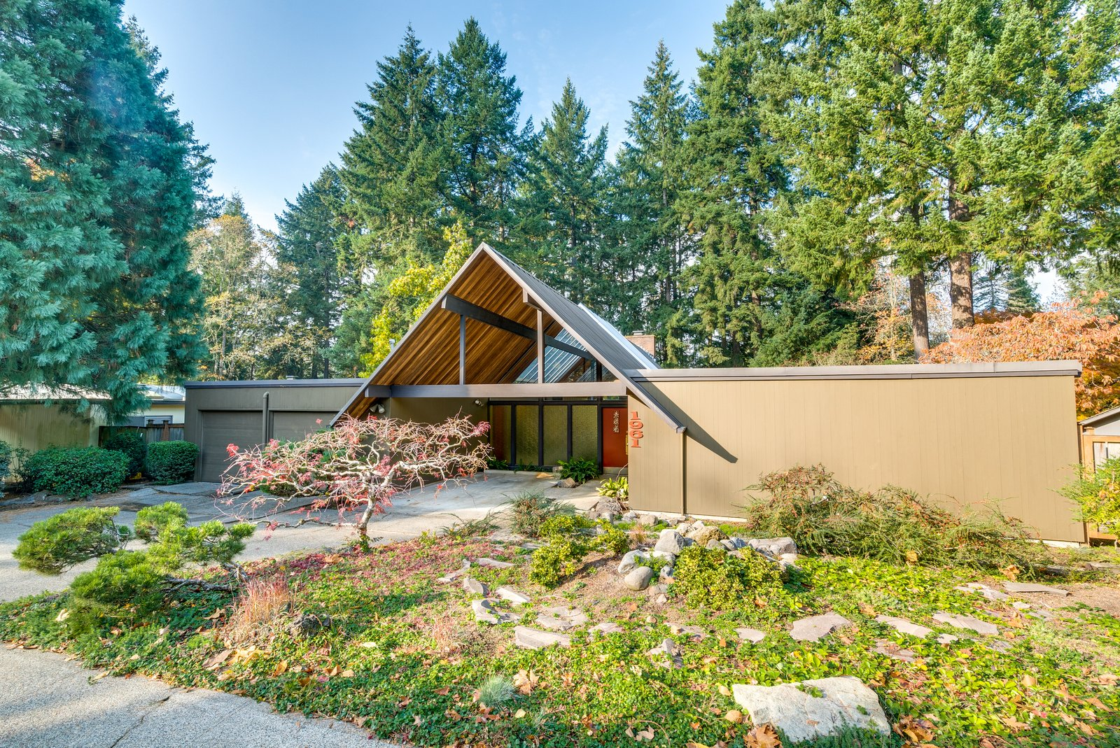 A frame mid century home in oregon 1