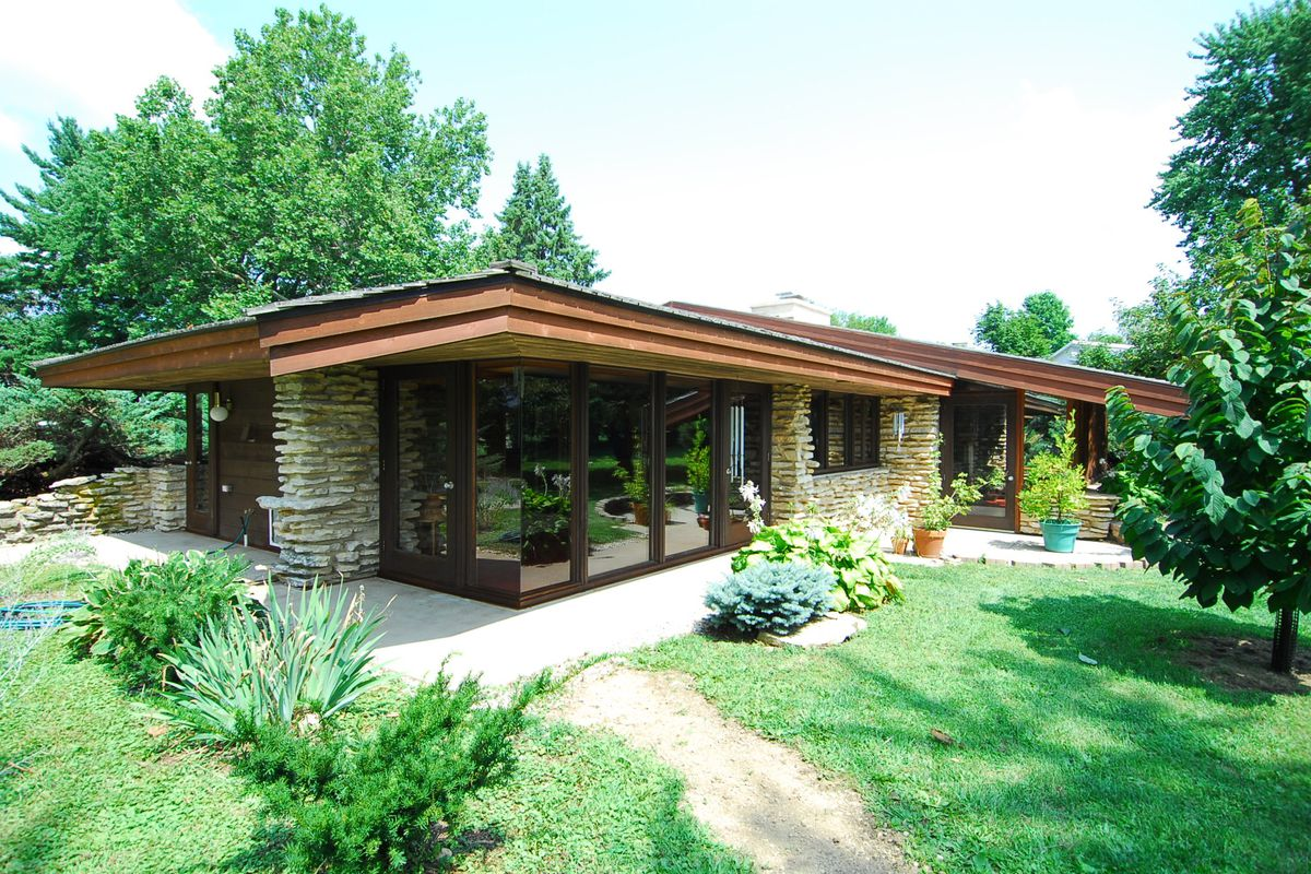 Frank lloyd wright style home in illinois 2 1
