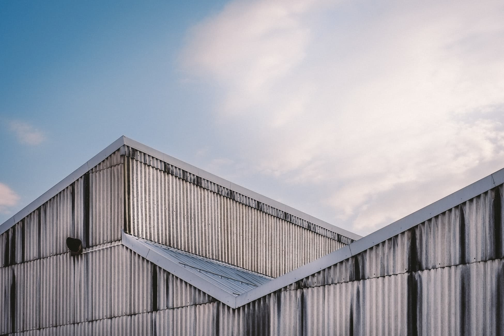 Metal roof pros and cons 1
