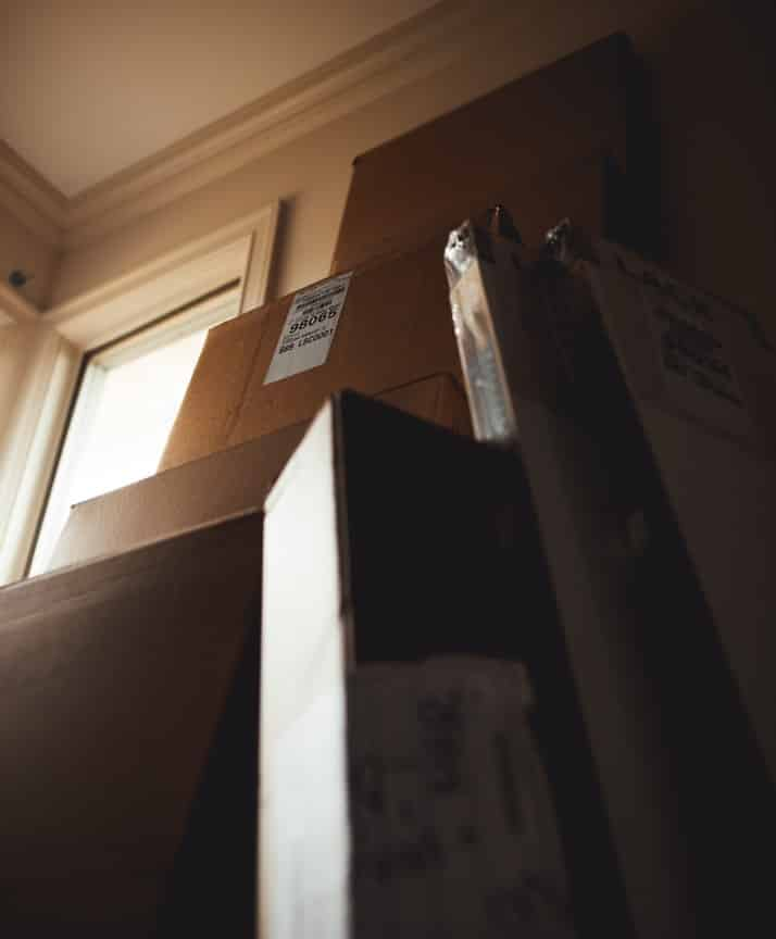 How to pack fragile items for moving 1