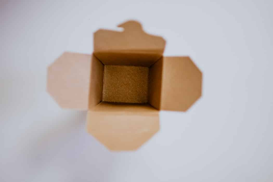 How to pack fragile items for moving 4