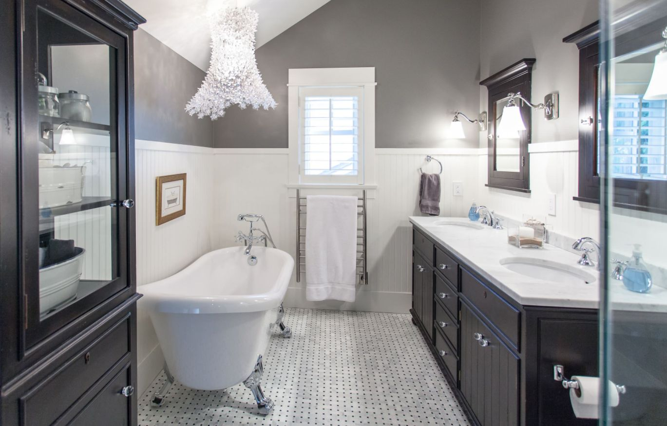 How to create a beautiful bathroom with wainscoting
