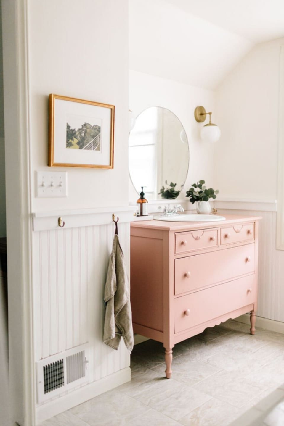 Bathroom Wainscoting – What It Is And How To Use It?