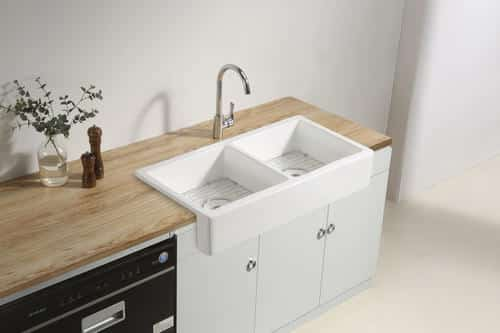 How to wash dishes in a farmhouse sink 1