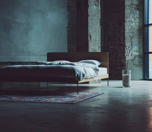 Platform Bed vs. Panel Bed Differences & Similarities