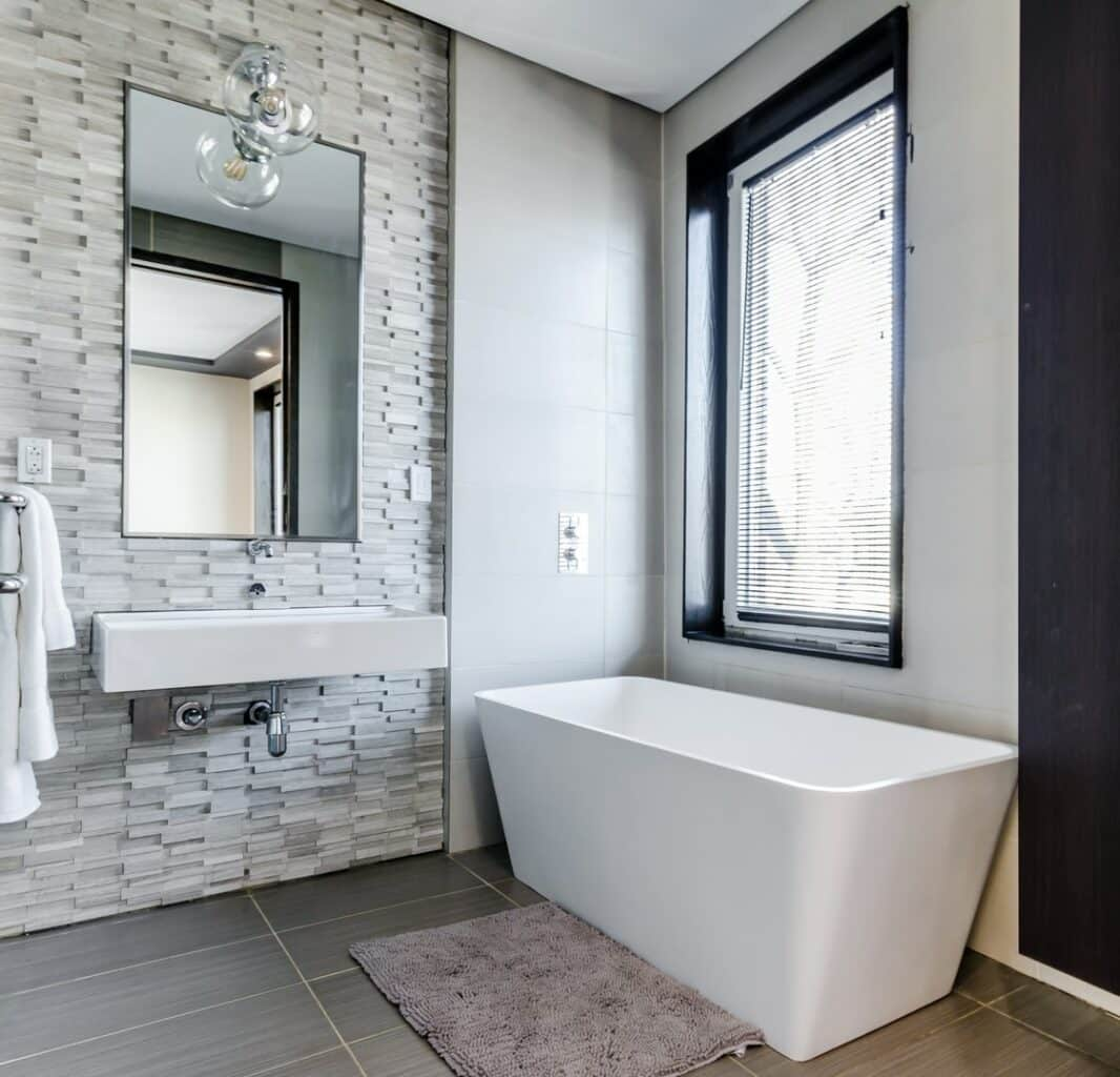 Blinds or curtains for your bathroom 4