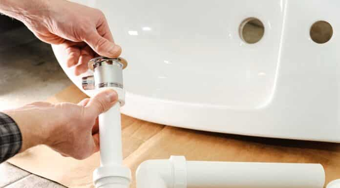 Hands man mounted sewer drain with pop-up waste for bidet.